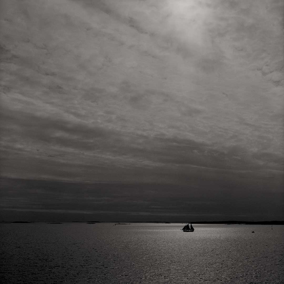 Baltic sea, Suomenlinna Helsinki Finland 2006 / Palladium print 2013 ©HATSUMI AND SEIJI MIZUNO